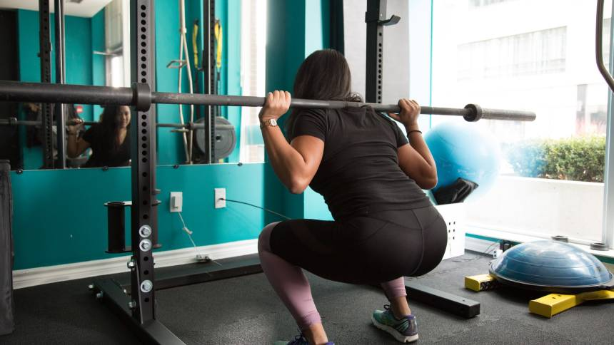 woman is squat in the gym